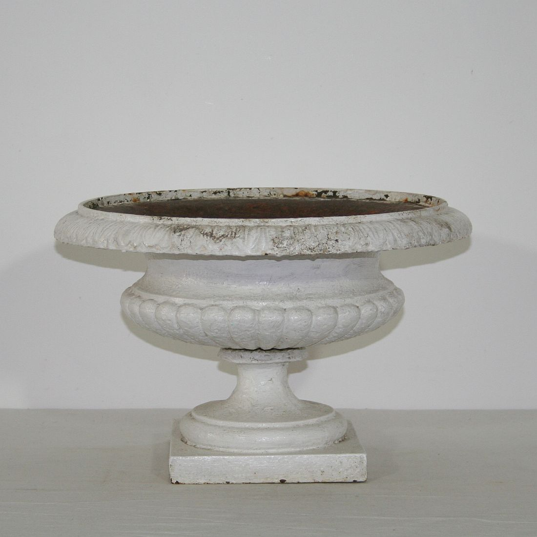 Beautiful Pair Of Cast Iron Garden Urns. France Circa 1880, Good Condition.  For Sale In Miscellaneous | Tresors Trouves